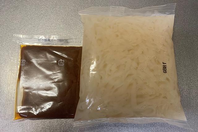 アイエー・フーズの蒟蒻汁なし担々麺 パッケージ中身