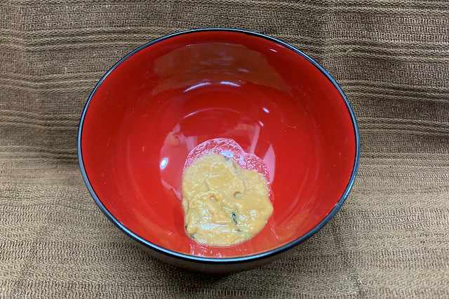 調味済みの味噌と具材が同封されている生みそタイプのインスタント味噌汁