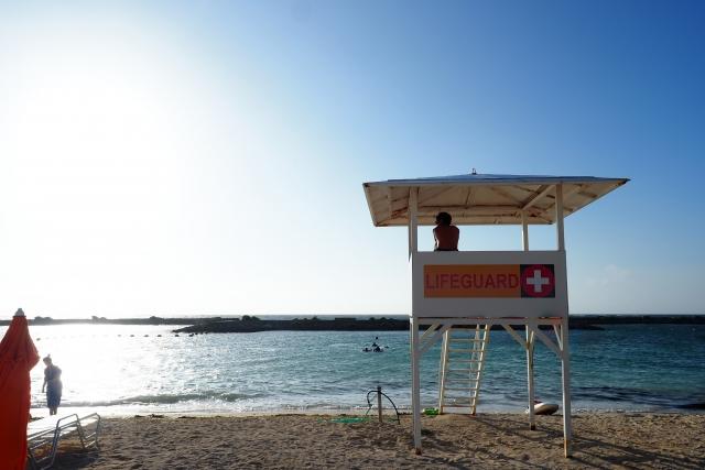 監視のない海岸は危険がいっぱい